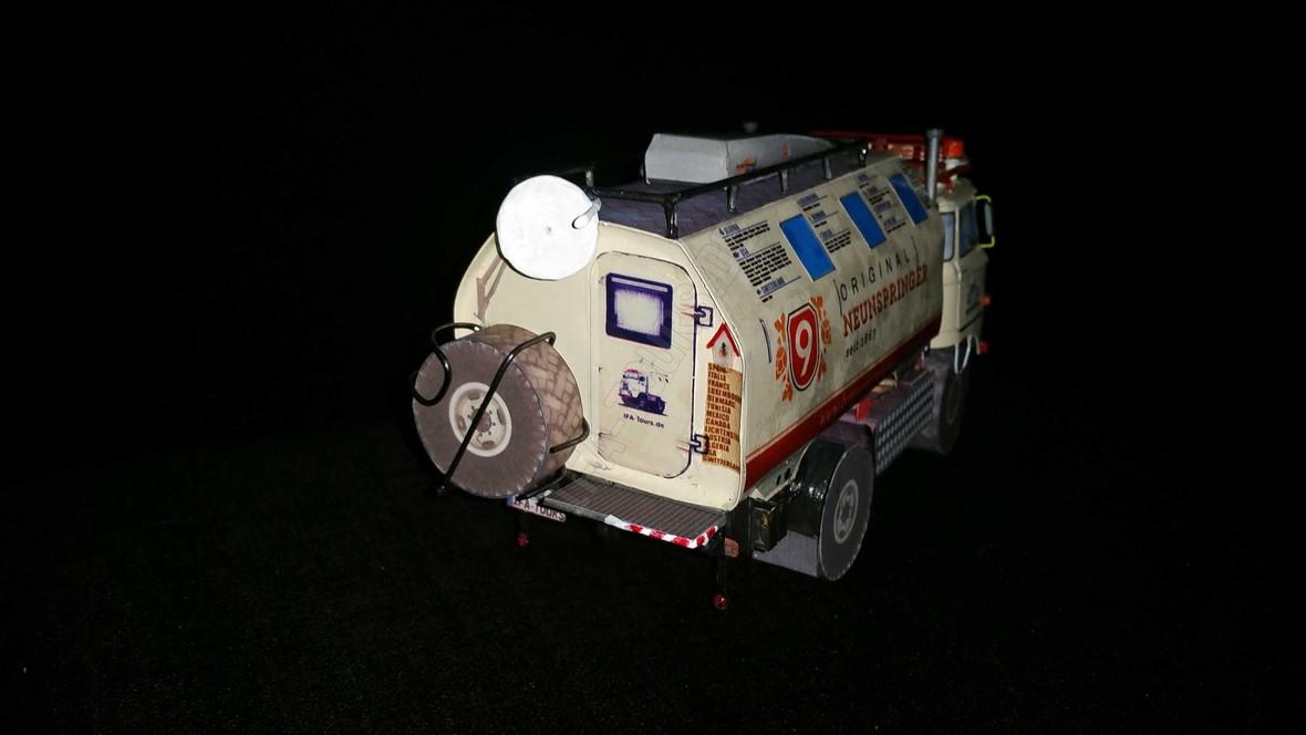 "IFA LKW W50 LA/A/C ""Expedition"" aus Papier in 1:25"