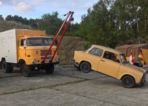 IFA W50 mit Trabant am Kranhaken