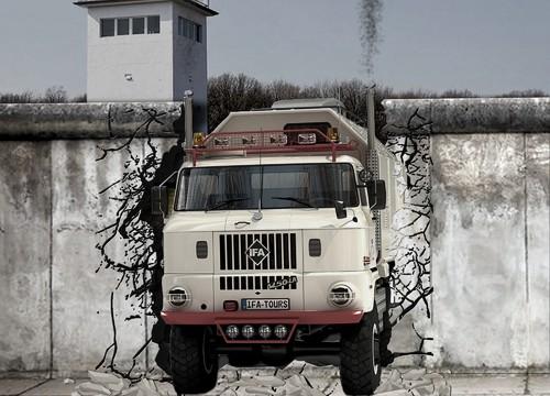 IFA LKW W50 - durchbricht die Mauer