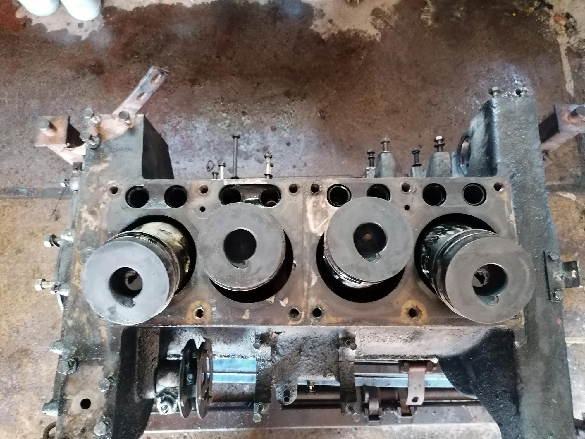 Zerlegung des 4 VD 14,5/12-1 SRW IFA Motor aus dem IFA LKW W50